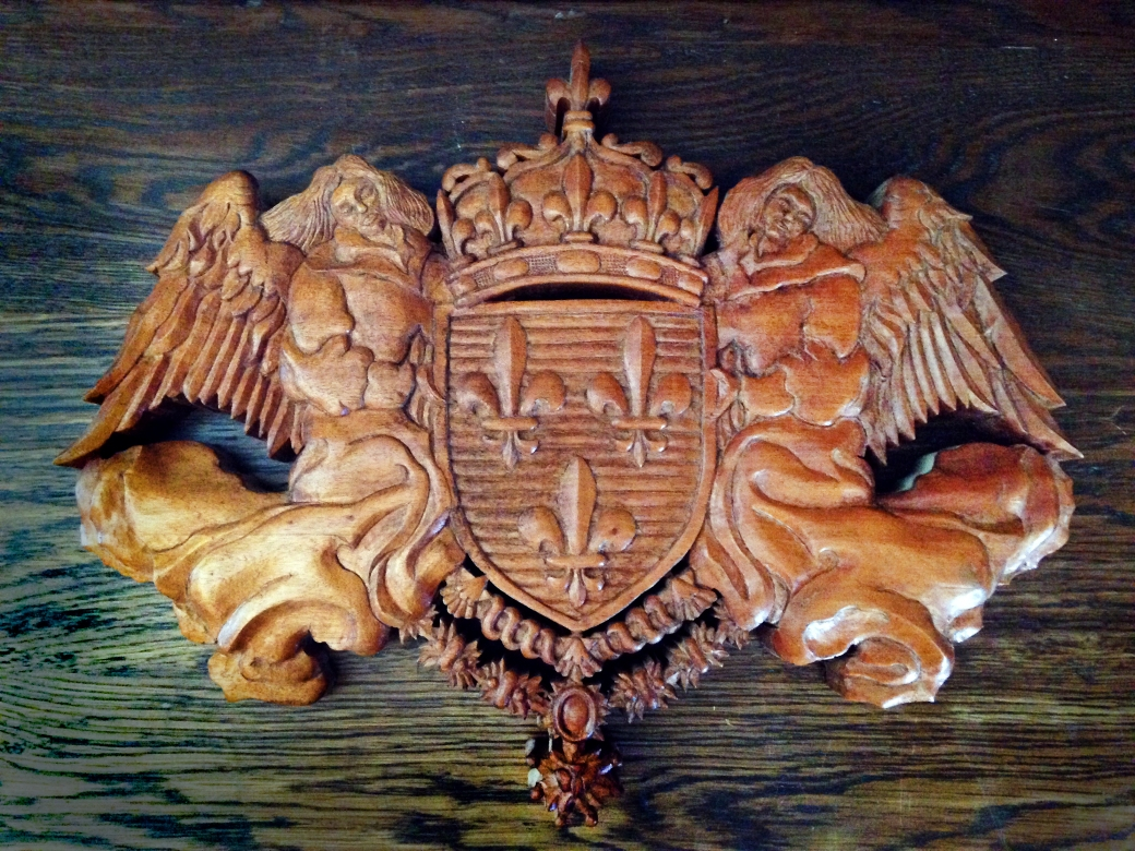 French Crest - Mahogany - 19 x 14.5